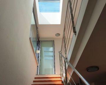 Predaj -  4 i mezonetový byt  s terasou + 2x garážové státie v novostavbe pri Štrkoveckom jazere, BA- Ružinov, Drieňová ul