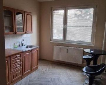 Ponúkam na predaj 4-izbový byt na Ťahanovciach.