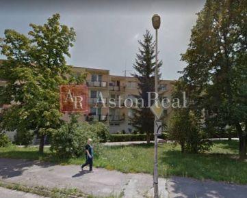 Súrne hľadám pre klienta 3-izbový byt, pôv. stav, Karpatská, Trenčín