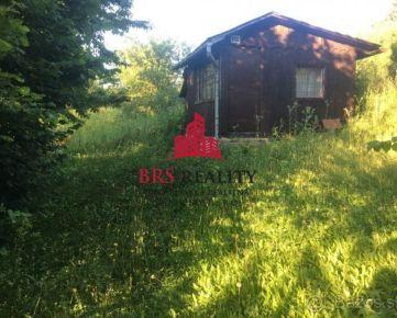 Prešov-Vydumanec na predaj rovinatý pozemok s chatkou na Irisovej ulici