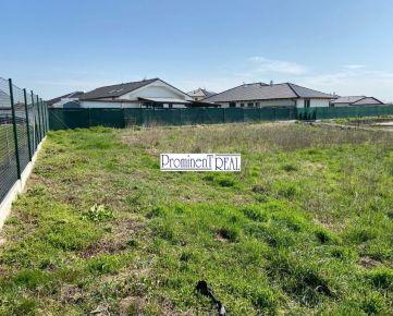 Predáme pozemok na RD v Kvetoslavove o výmere 827 m2.