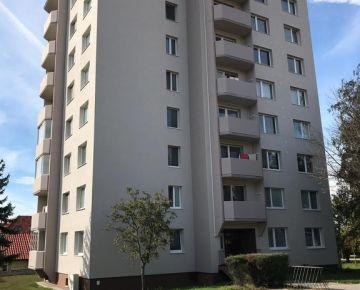 """,, REZERVOVANÝ"""" Veľký 3-izbový byt v Centre mesta Holíč  J.J. Boora pri Zámku + Garáž"""
