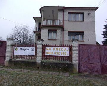 Exkluzívne!! Na predaj trojpodlažný rodinný dom , obec Bardoňovo, pozemok 1771 m2, blízkosť termálneho kúpaliska Podhájska