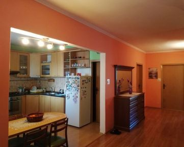 Rezervované - Veľký 3 izbový byt Malacky centrum