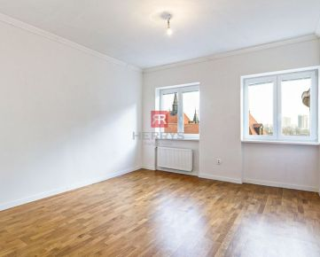 HERRYS - Na predaj kompletne novo-zrekonštruovaný priestranný 2.izbový byt v tehlovom dome na nábreží Dunaja na 5.poschodí s výťahom - spálňa orientovaná do dvora