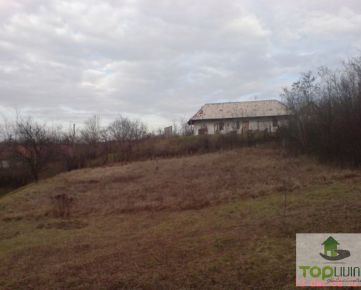 TOP Living: Ponúkame na predaj veľkosťou ideálny slnečný stavebný pozemok v obci Trávnica okres Nové Zámky.